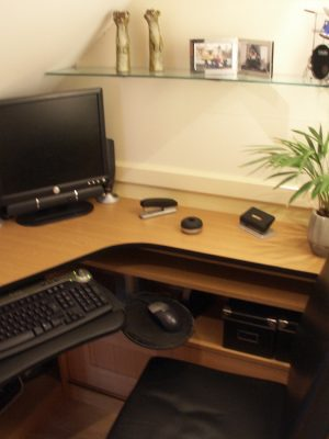 Hemmings small space desk